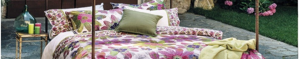 Weiss Gallery - single bedspreads - double bedspreads - patterned - plain colours - wool - linen - quilts/quilts